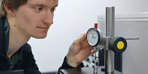 Calibration of a dial gauge - Testo Industrial Services