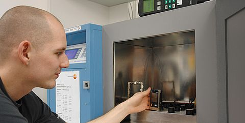 Calibration in the laboratory humidity - Testo Industrial Services